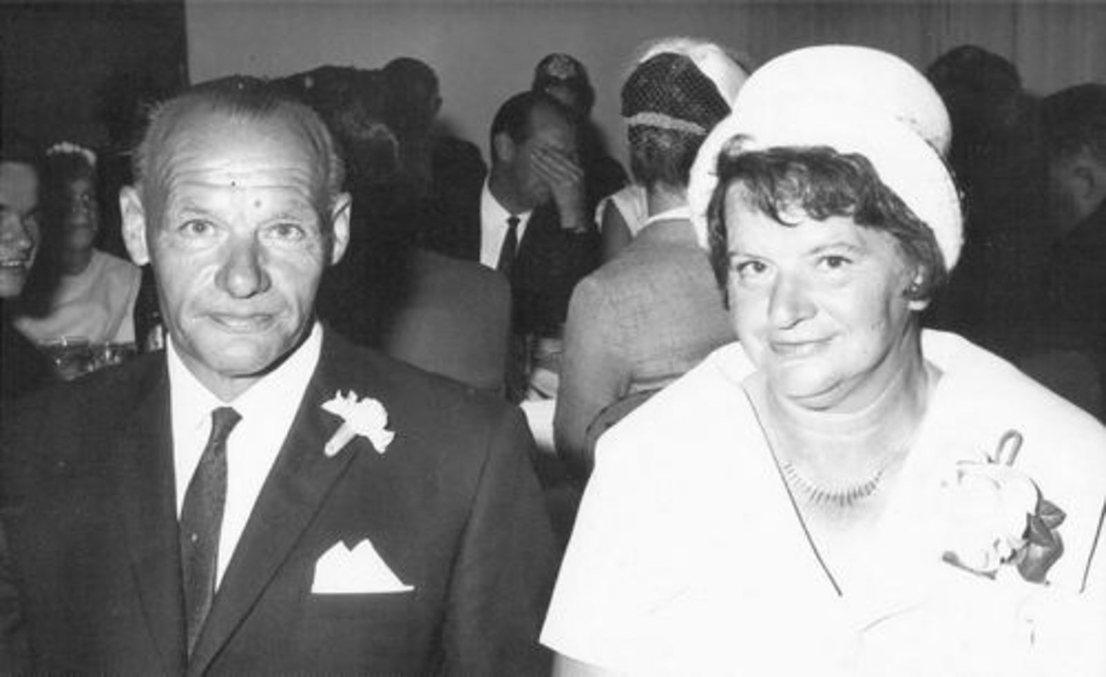 Boer Johannes de 1955± met Vrouw op Trouwerij