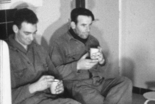Boers Theo 1960-63 Koffiepauze met Piet vd Broek
