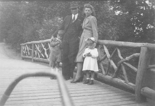 Boslaan 0000 1946 met gezin Fons Koolbergen 03