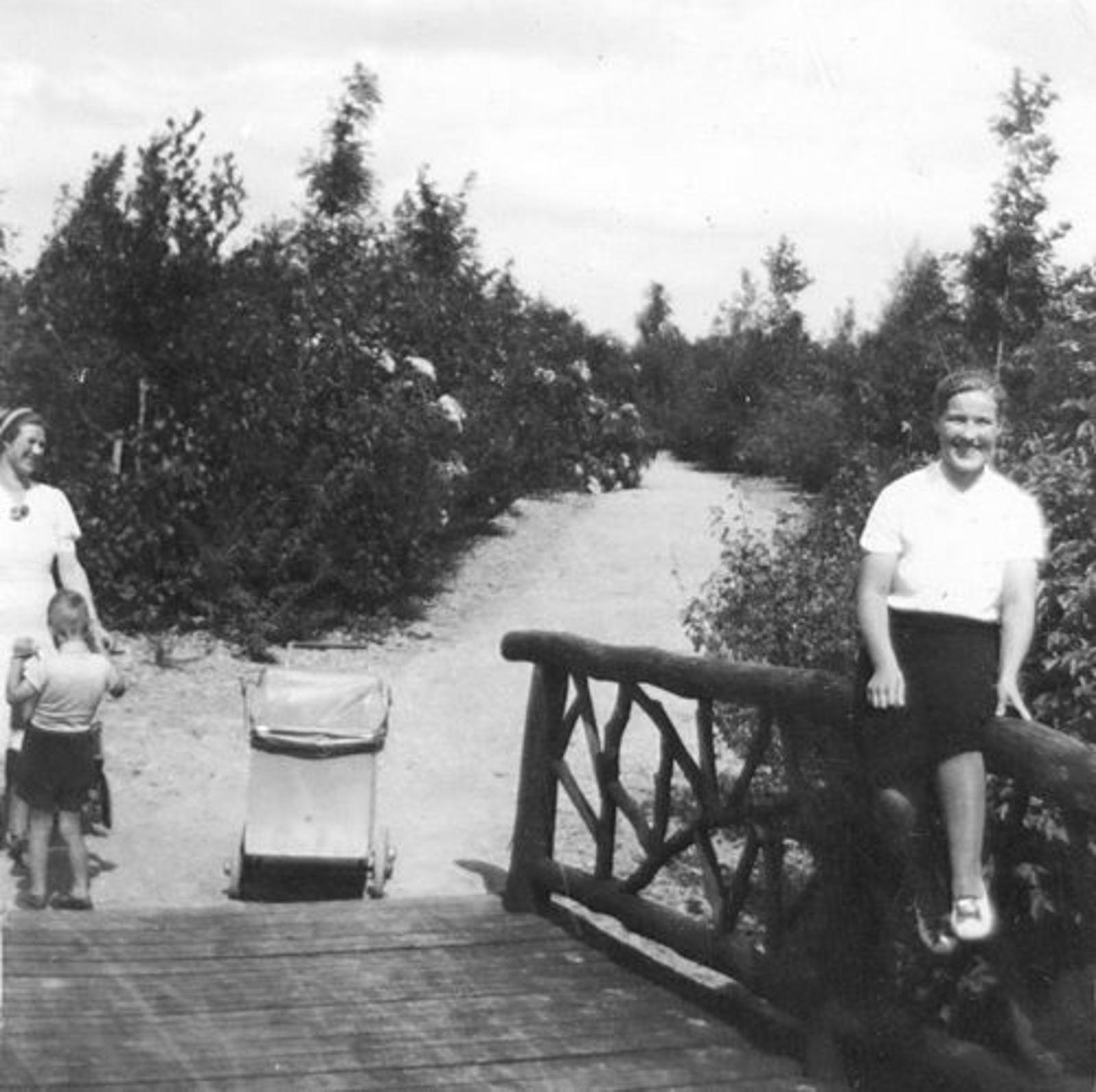 Boslaan 0000 Wandelbos 1940 met Jaantje Bliek