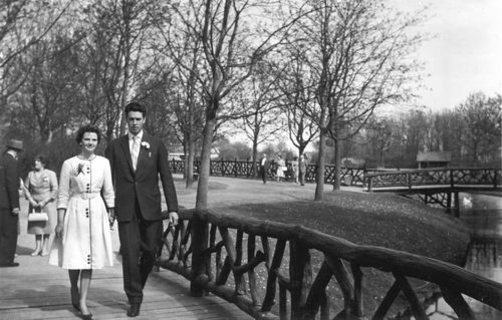 Boslaan 0000 Wandelbos 19__ Ria Koeckhoven trouwt Harry Leemkuil 01