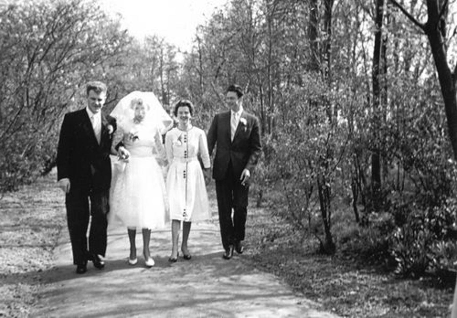 Boslaan 0000 Wandelbos 19__ Ria Koeckhoven trouwt Harry Leemkuil 02