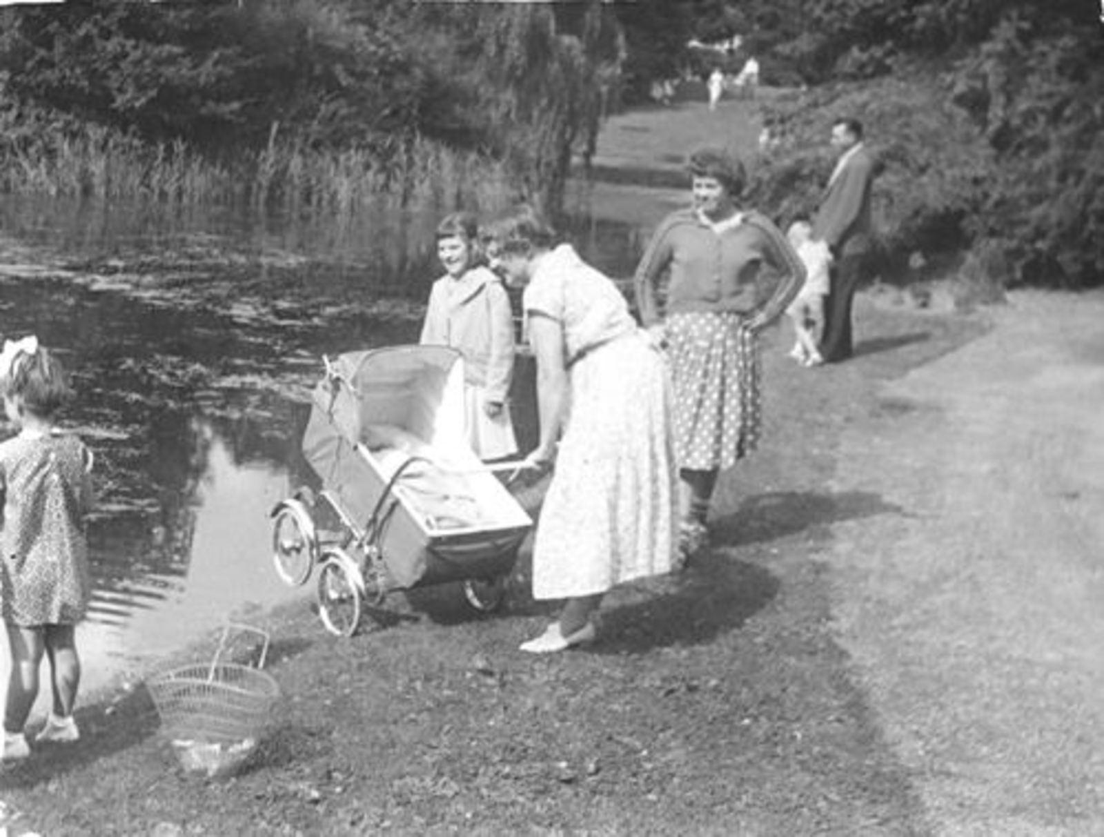 Boslaan 0000 Wandelpark 1956± met fam Mannessen 02