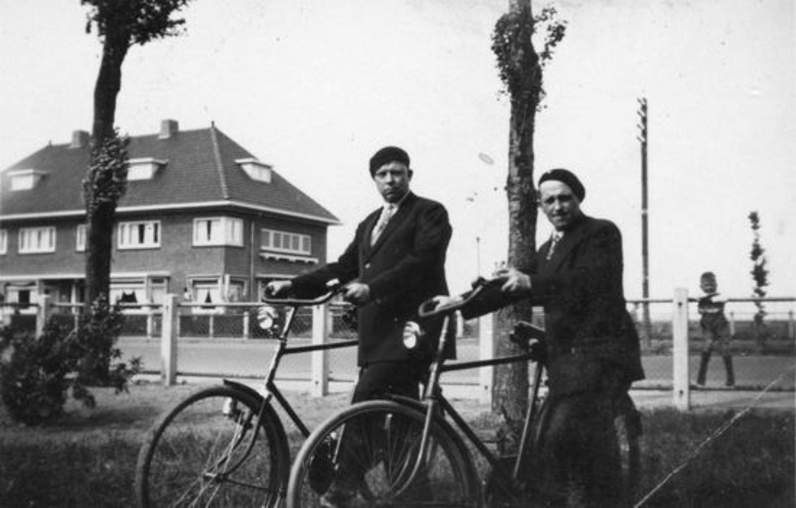 <b>ZOEKPLAATJE:</b>Broere Daniel 1890 19__ met Onbekend in Tuin Wilhelminalaan 0