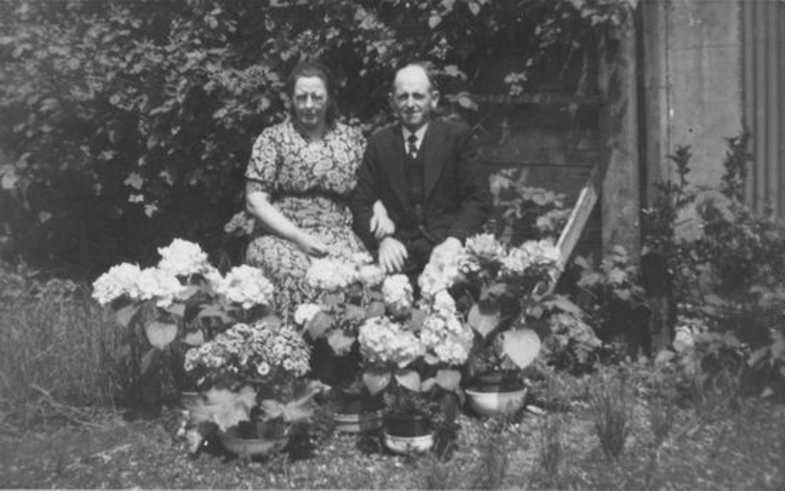 Broere Daniel 1890 19__ met vrouw Jacoba Vlug Jubileum 01