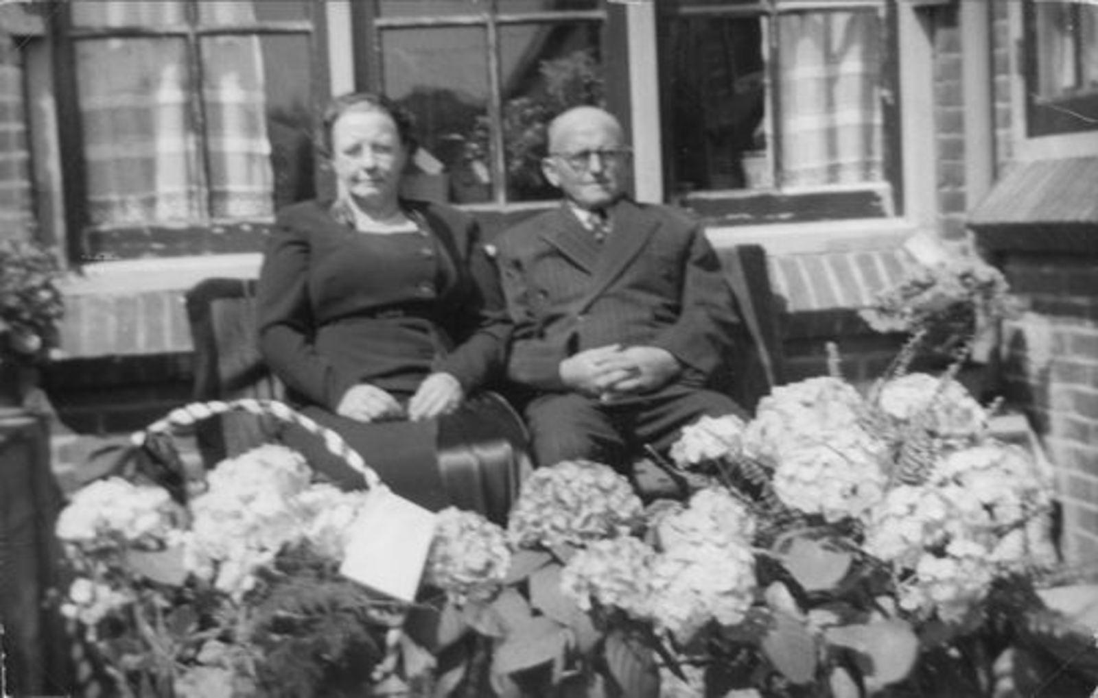 Broere Daniel 1890 19__ met vrouw Jacoba Vlug Jubileum 02