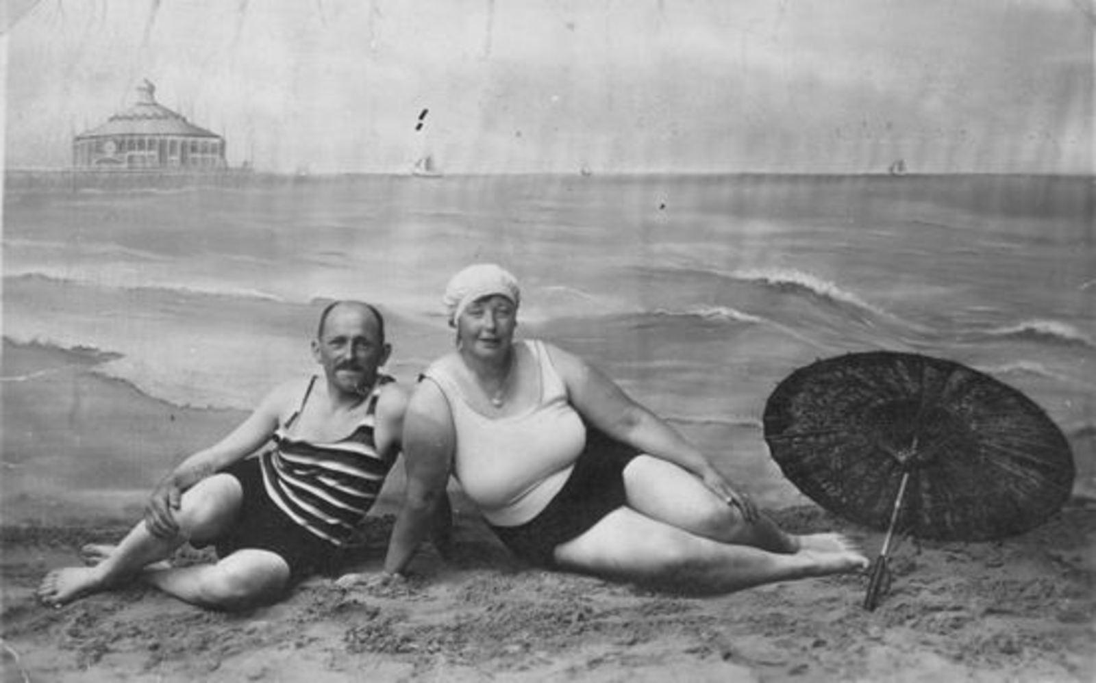 Broere Daniel 1890 19__ met vrouw Jacoba Vlug nep Strandfoto