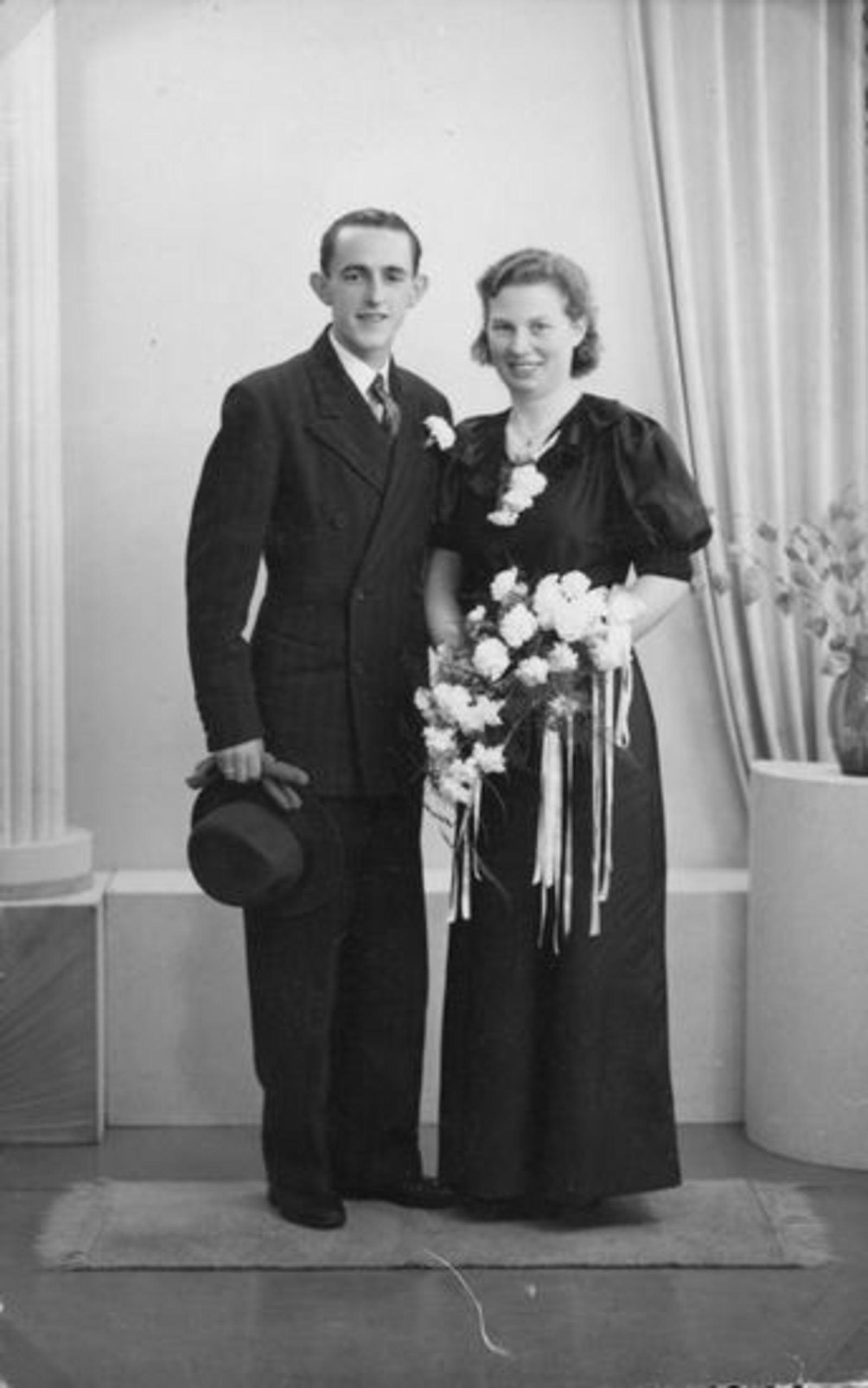 Broere Jan E C 1923 19__ trouwt met Annie vd Hoorn
