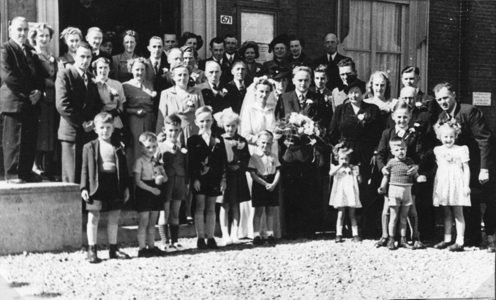 Broere Stijn 1930 19__ trouwt met Piet Eikelenboom 02