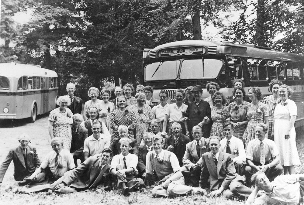 Reisvereninging Crescendo Grote Poellaan 1952-54 Uitje met de Bus
