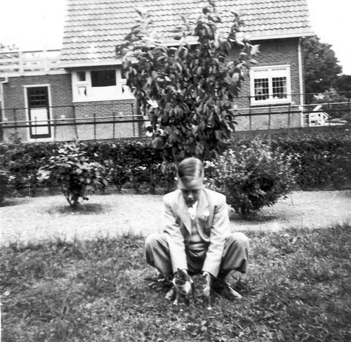 Calvelage Ben 1937 19__  op Erf Hoofdweg 705
