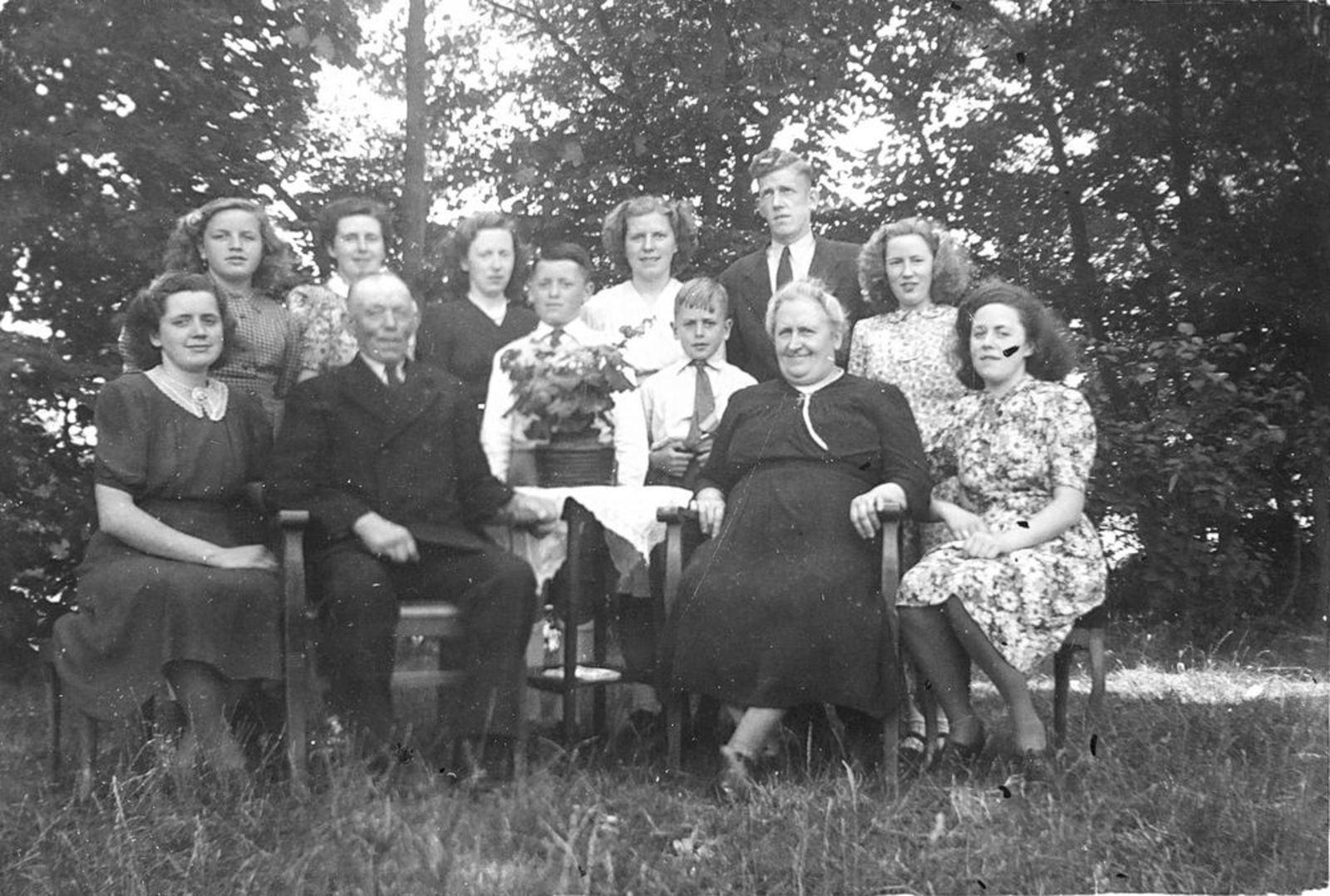 Calvelage Bernard 1885 1949± Gezinsfoto 02 Compleet