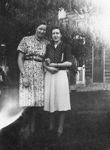 <b>ZOEKPLAATJE:</b>Calvelage Greet 1920 1941 met Onbekend