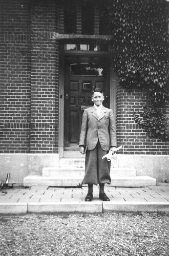 Calvelage Henk 1935 19__ bij RK Pastorie Kruisweg
