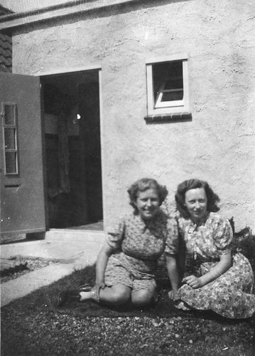 Calvelage Mart 1927 19__ met zus Marie