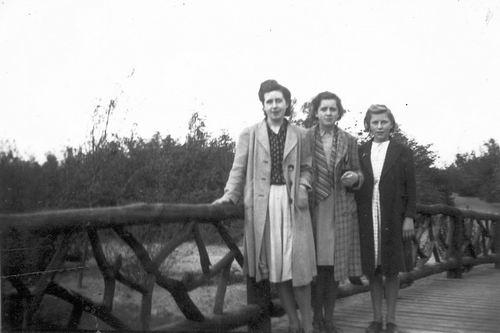 Calvelage Nel 1926 1941 met Zusters en Broers in Wandelbos 02