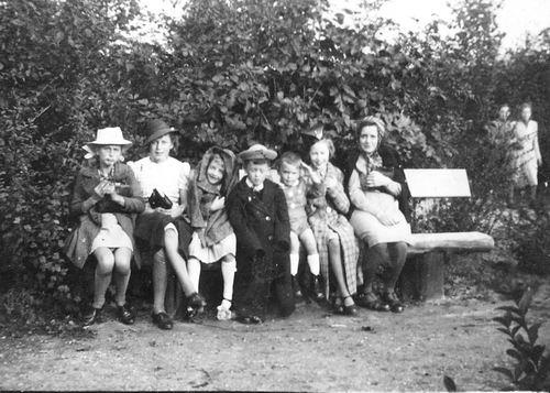 Calvelage Nel 1926 1941 met Zusters en Broers in Wandelbos 04