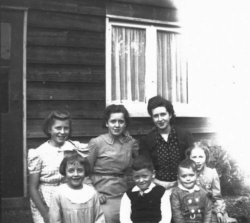 <b>ZOEKPLAATJE:</b>Calvelage Nel 1926 1941 met Zusters en Broers in Wandelbos 05