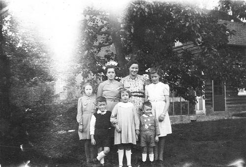 <b>ZOEKPLAATJE:</b>Calvelage Nel 1926 1941 met Zusters en Broers in Wandelbos 06