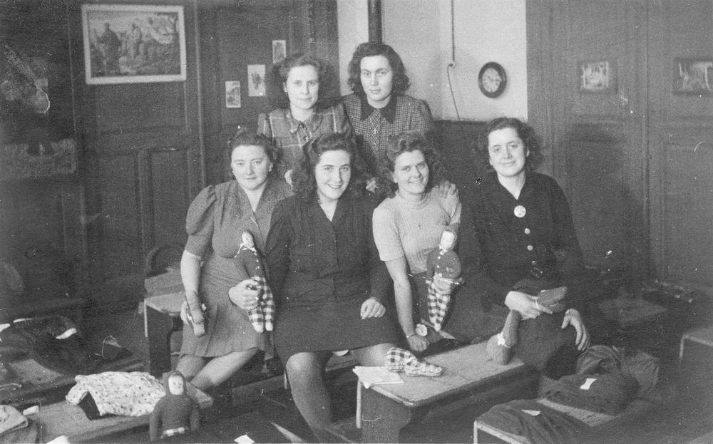<b>ZOEKPLAATJE:</b>Calvelage Nel 1926 19__ in Klas Naaischool