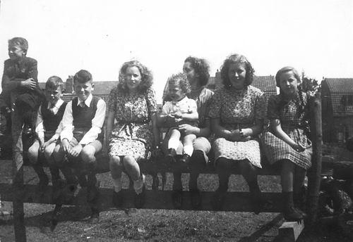 Calvelage Nel 1926 19__ met Zusters en Broers op Hek Veenhoeve