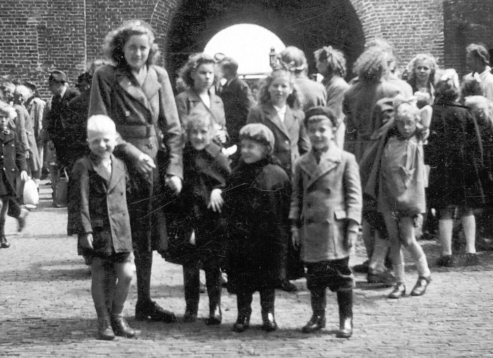 <b>ZOEKPLAATJE:</b>Calvelage Nel 1926 19__ Uitje met Onbekende Kinderen 01