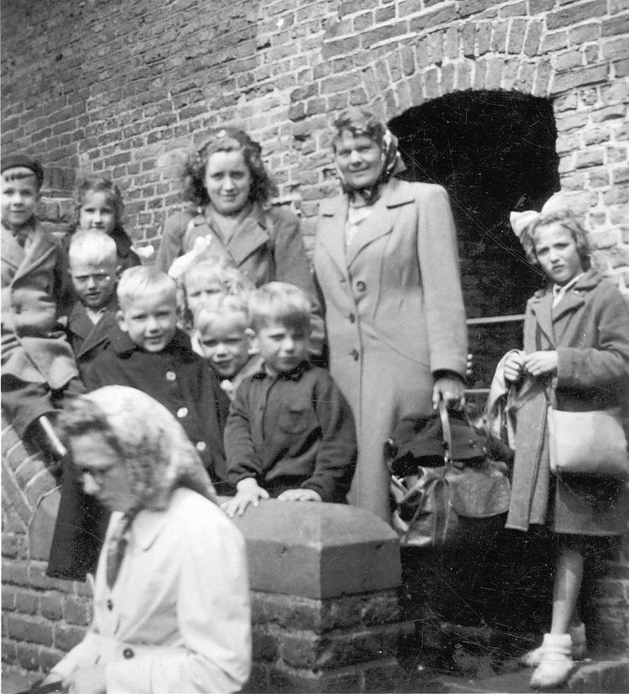 <b>ZOEKPLAATJE:</b>Calvelage Nel 1926 19__ Uitje met Onbekende Kinderen 02