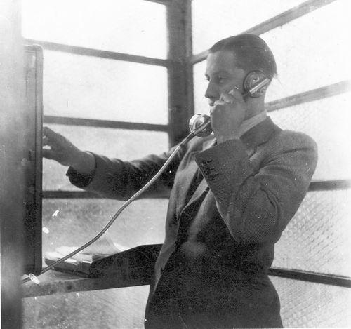 <b>ZOEKPLAATJE:</b>Calvelage Pijpers Onbekend 01 Man in Telefooncel
