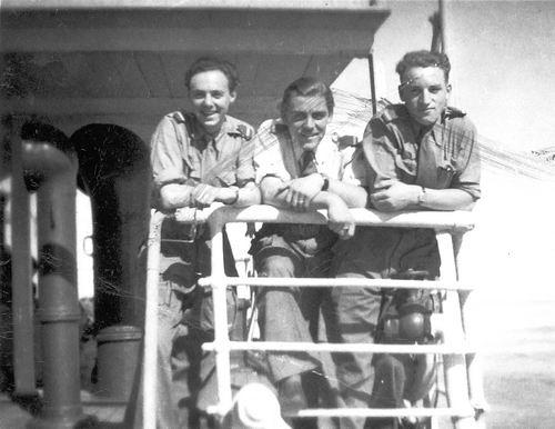 <b>ZOEKPLAATJE:</b>Calvelage Pijpers Onbekend 03 Soldaten op Boot