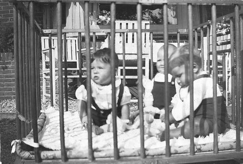 <b>ZOEKPLAATJE:</b>Calvelage Pijpers Onbekend 12 Kinderen in de Box