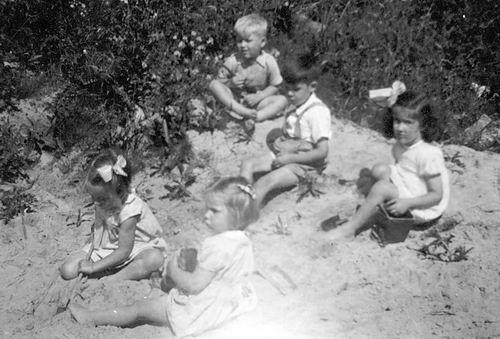 <b>ZOEKPLAATJE:</b>Calvelage Pijpers Onbekend 18 Kinderen in Duinen