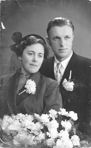 Calvelage Rika 1923 1954 trouwt Piet vd Veek 01