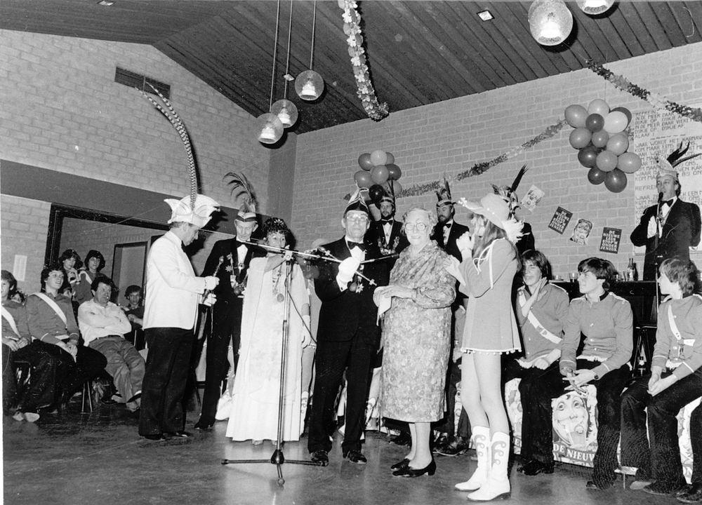 Carnavals vereniging Meerbonken 19__ Huldiging Mw v Leeuwen