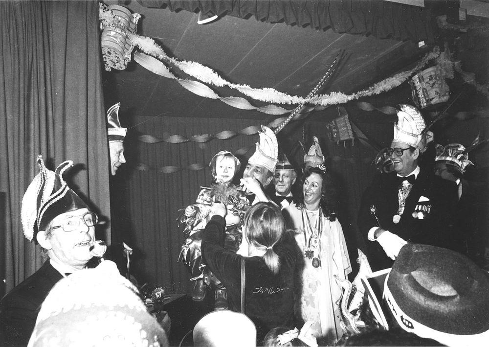 Carnavals Vereniging Meerbonken 19__ met Job de Bruijn als Prins Karbonkel 7 08