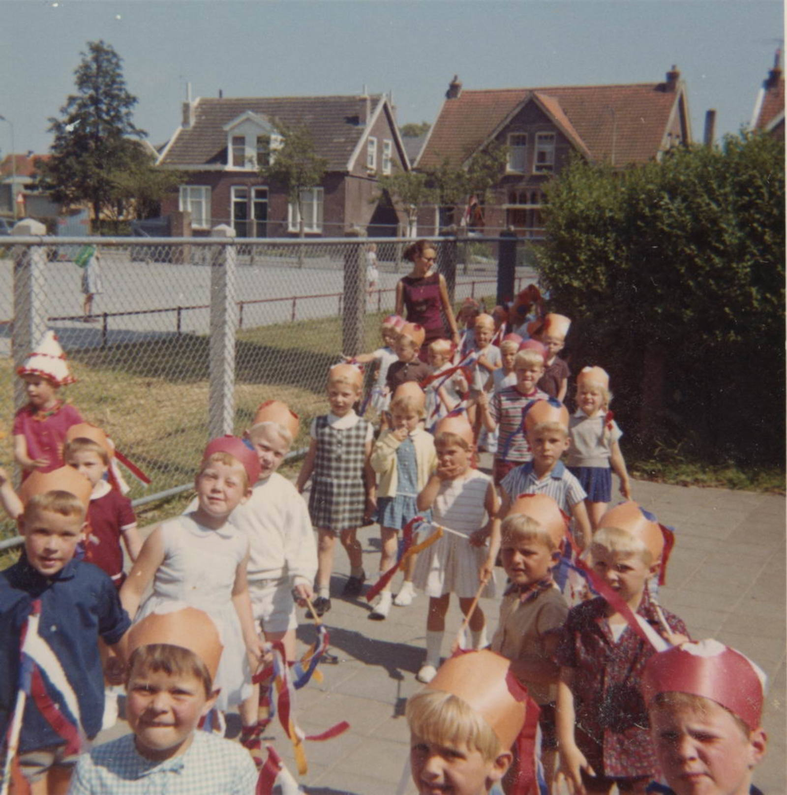 Christelijke Kleuterschool Hoofddorp 1970± met zicht Nieuweweg