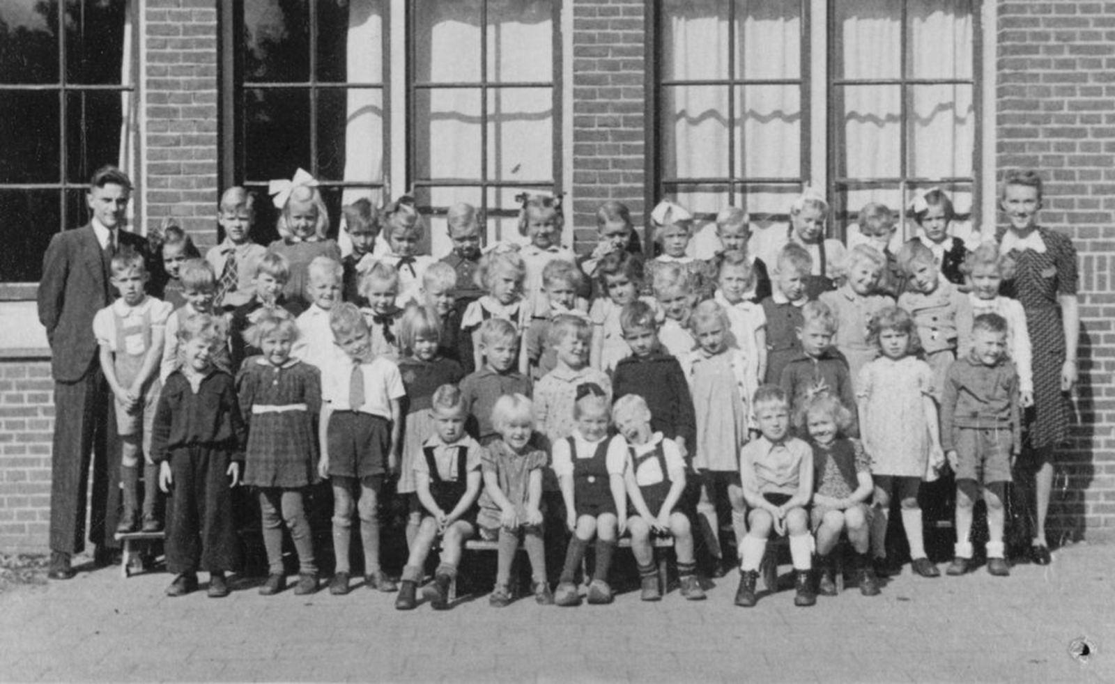 Christelijke School Hoofddorp 1947± klas 1 met Juf Oderkerk