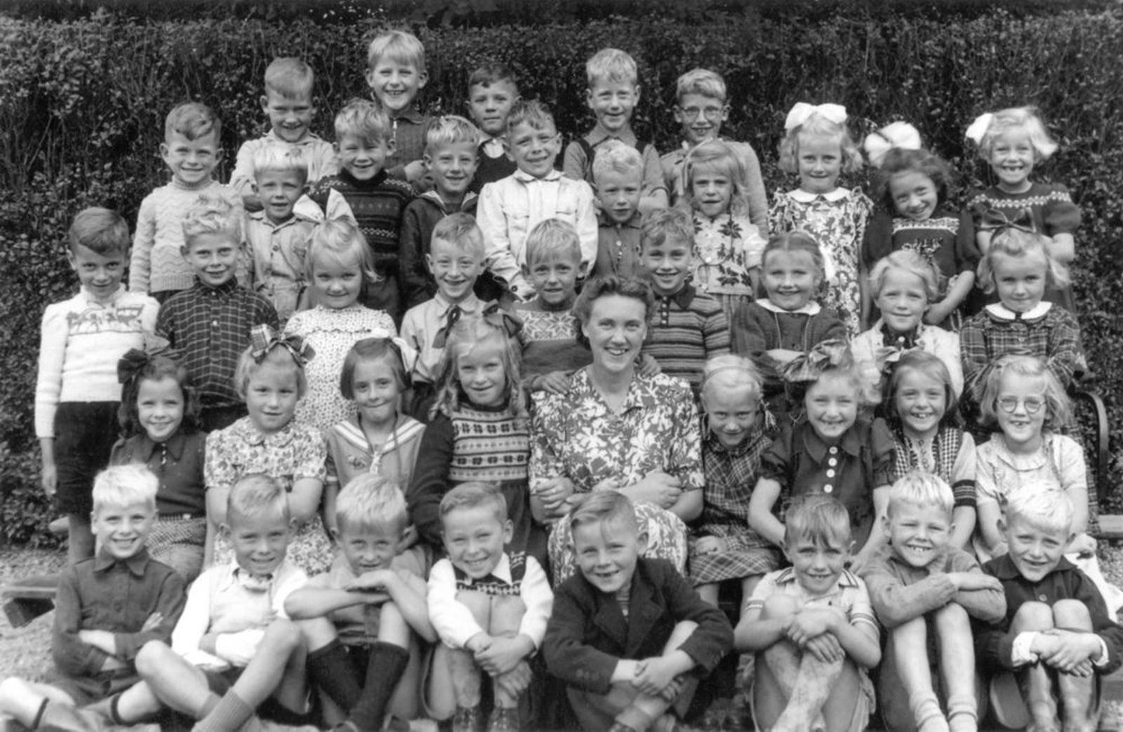 Christelijke School Hoofddorp 1949± klas 1 met Juf Oderkerk