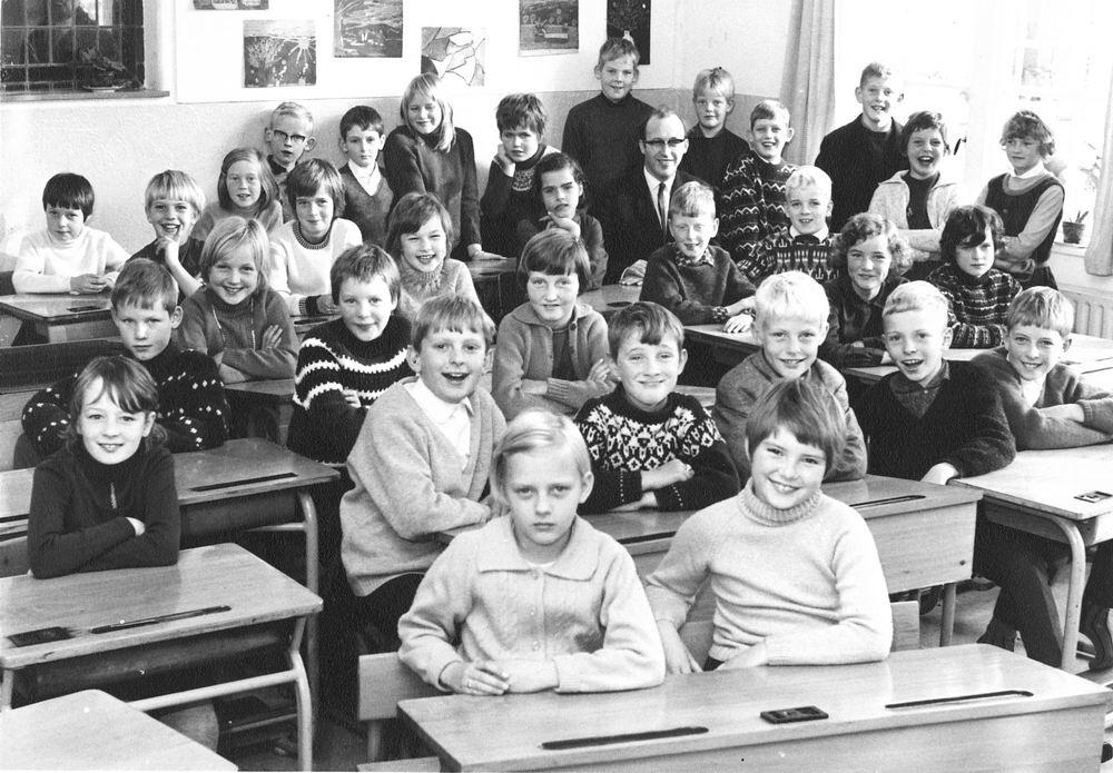 <b>ZOEKPLAATJE:</b>Christelijke School Hoofddorp 1967 Klas 4 met Daan Poortvliet