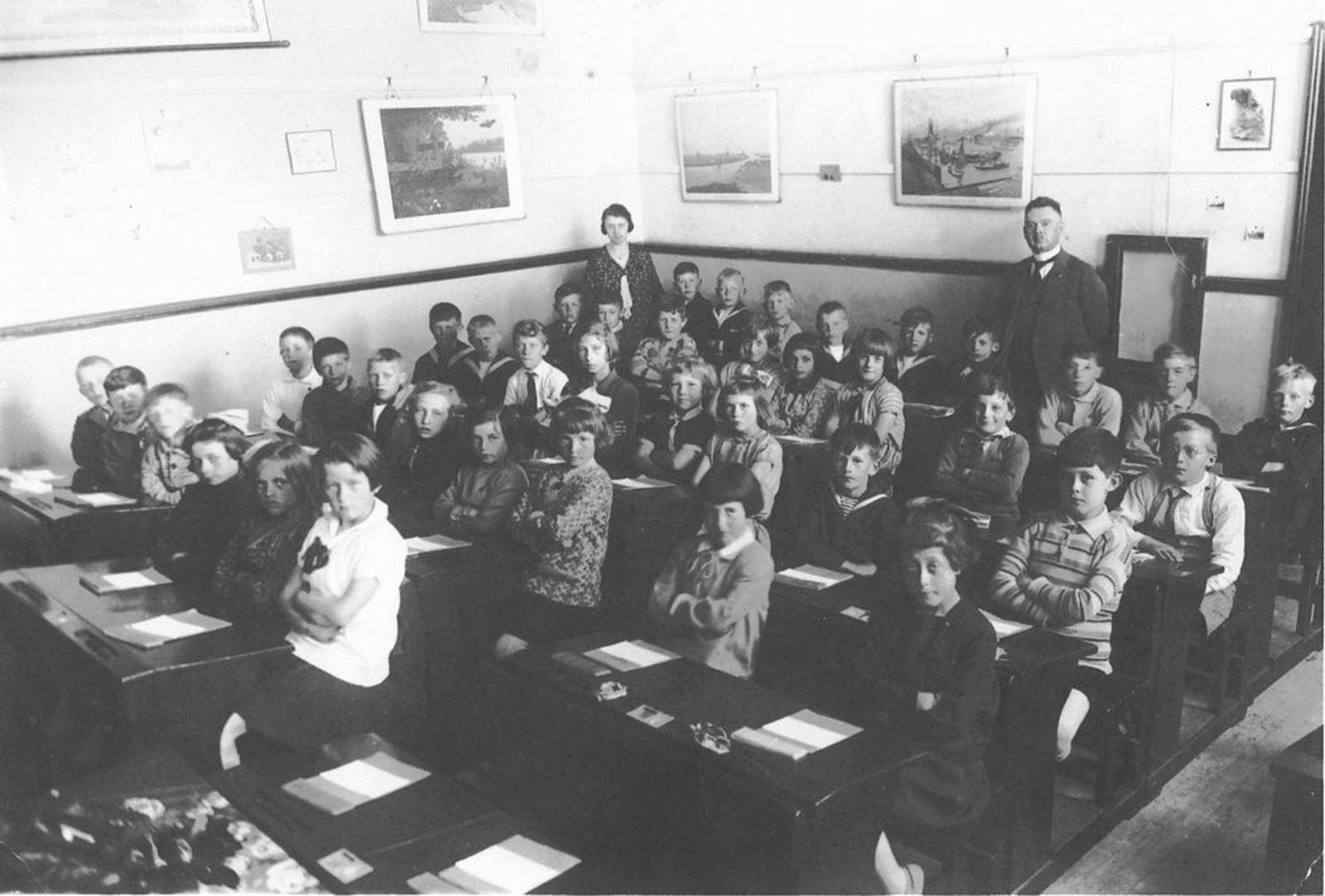 Christelijke School Hoofddorp 19__ met Mr Dengering
