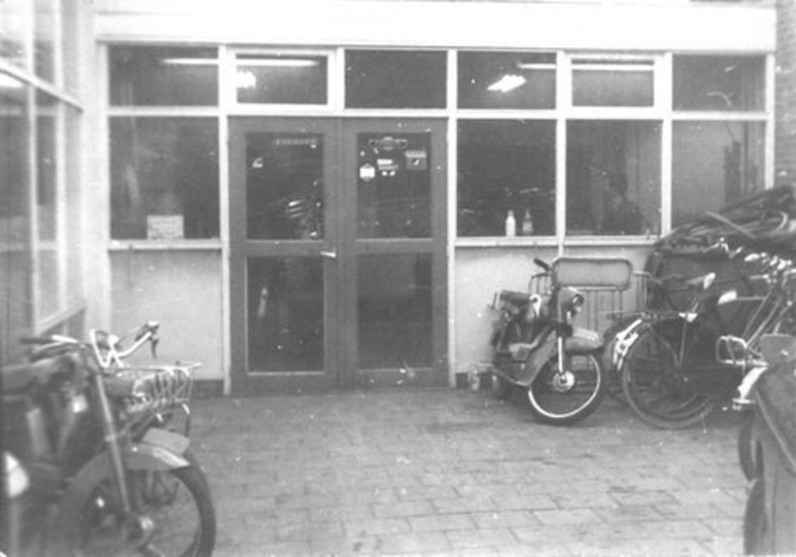 Concourslaan N 0010 1970ongeveer Garage Leen de Jong Werkplaats