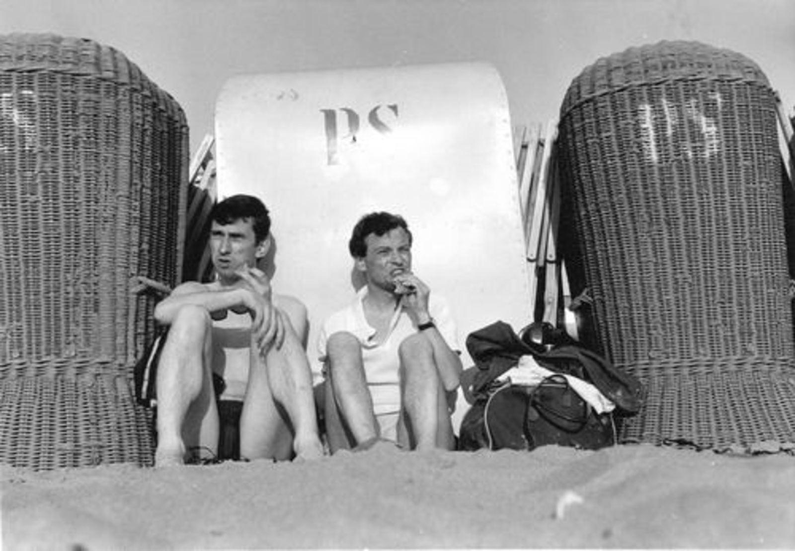Dam Cornelis P 1933 19__ aan het Strand 03
