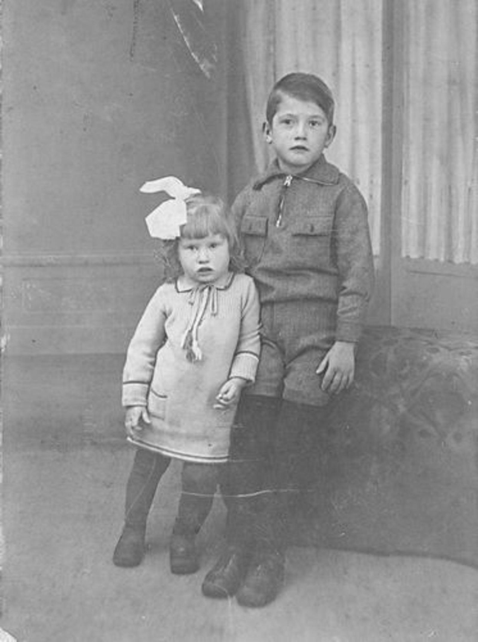 Dam Pieter 1926 1932± met zus Marijtje