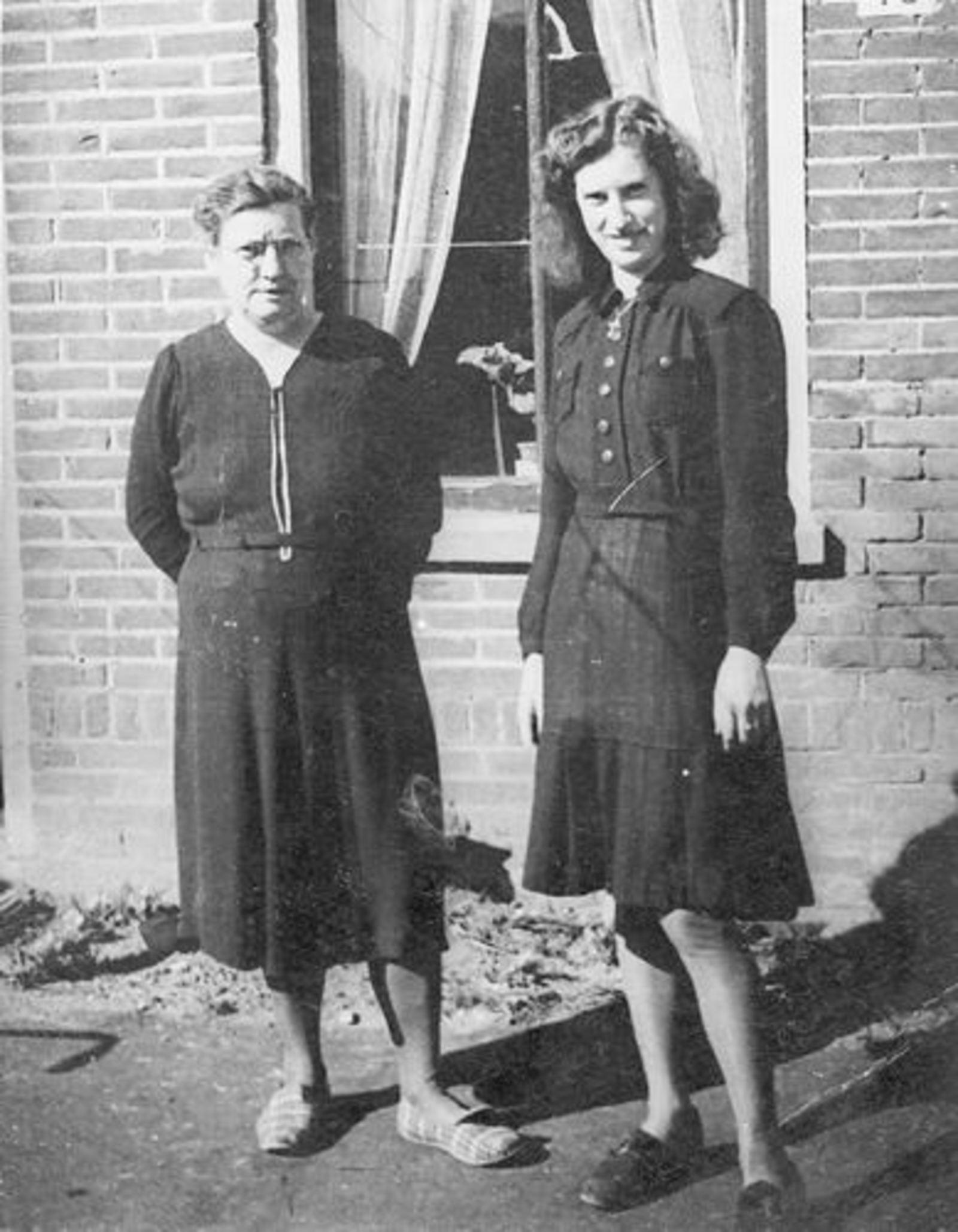 Dam-Stroomer Geertje 1901 1948± met dochter Marijtje