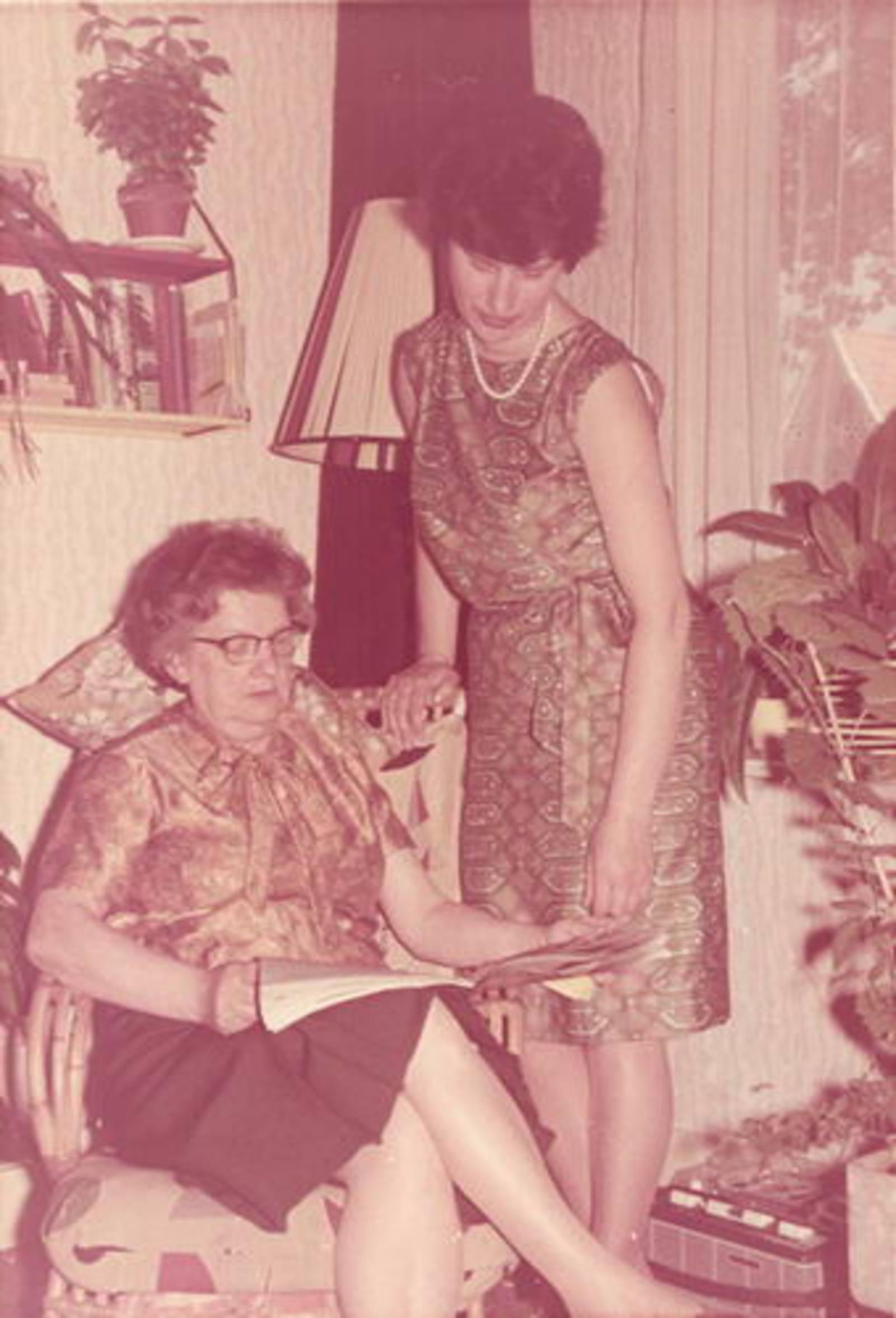 Dam-Stroomer Geertje 1901 1964± met dochter Marijtje