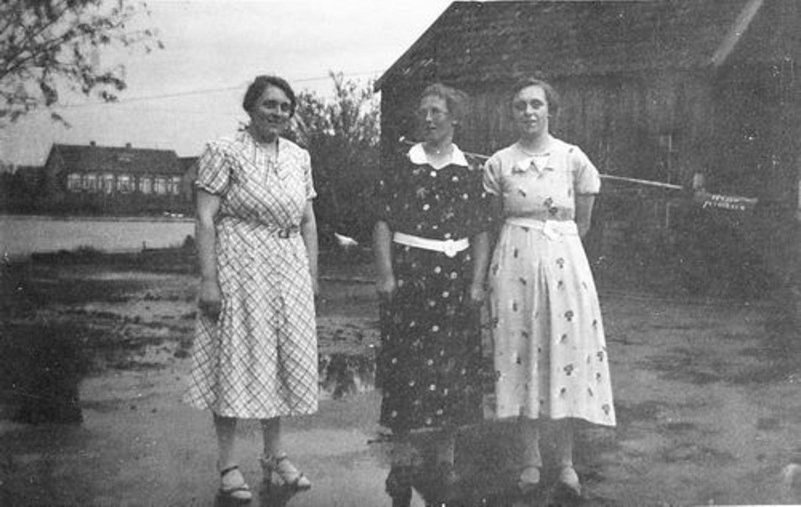 <b>ZOEKPLAATJE:</b>Elshout Hendrika 1921 19__ met Onbekend op Erf