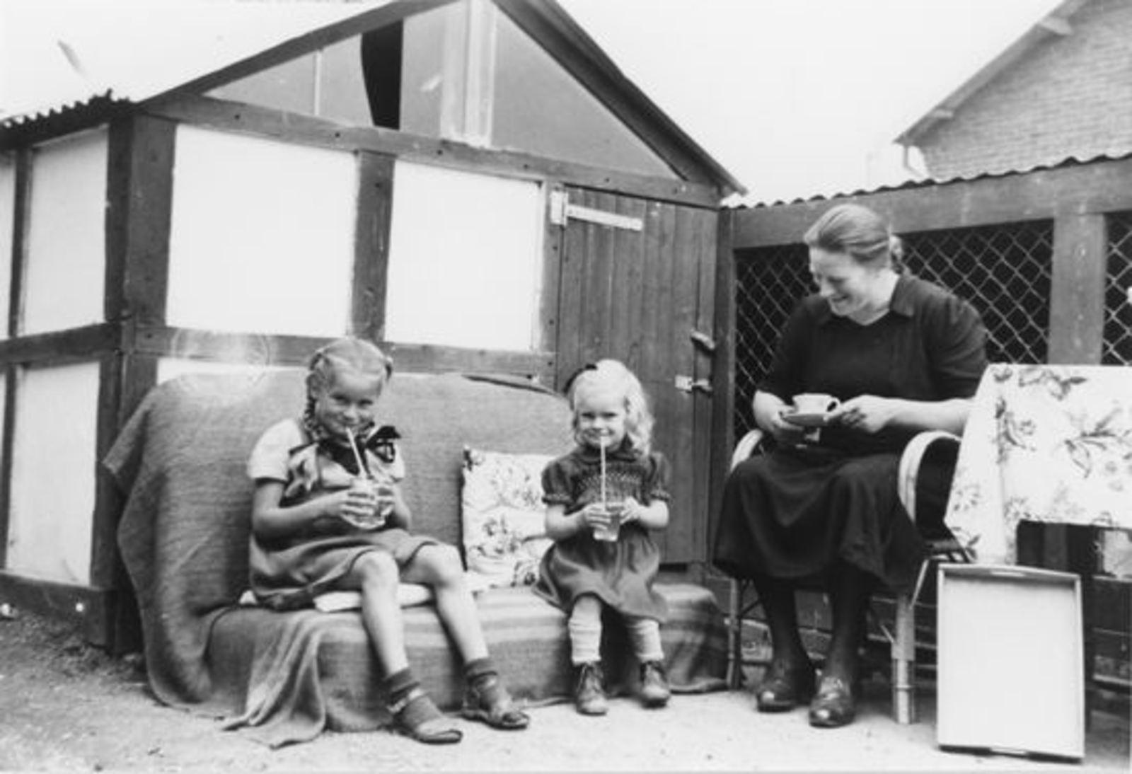 Emens-Heijstek Pietje 1952± met dochters Hannie en Guusta