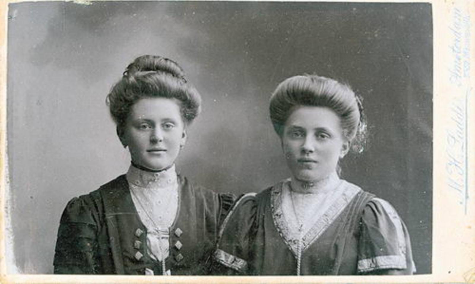Eversen Hillegonda Teundr 1891 19__ met nicht Trijntje Biesheuvel