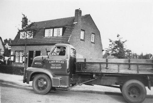 Fortweg O 0028-30 1956+ met Fons Koolbergen op Vrachtwagen