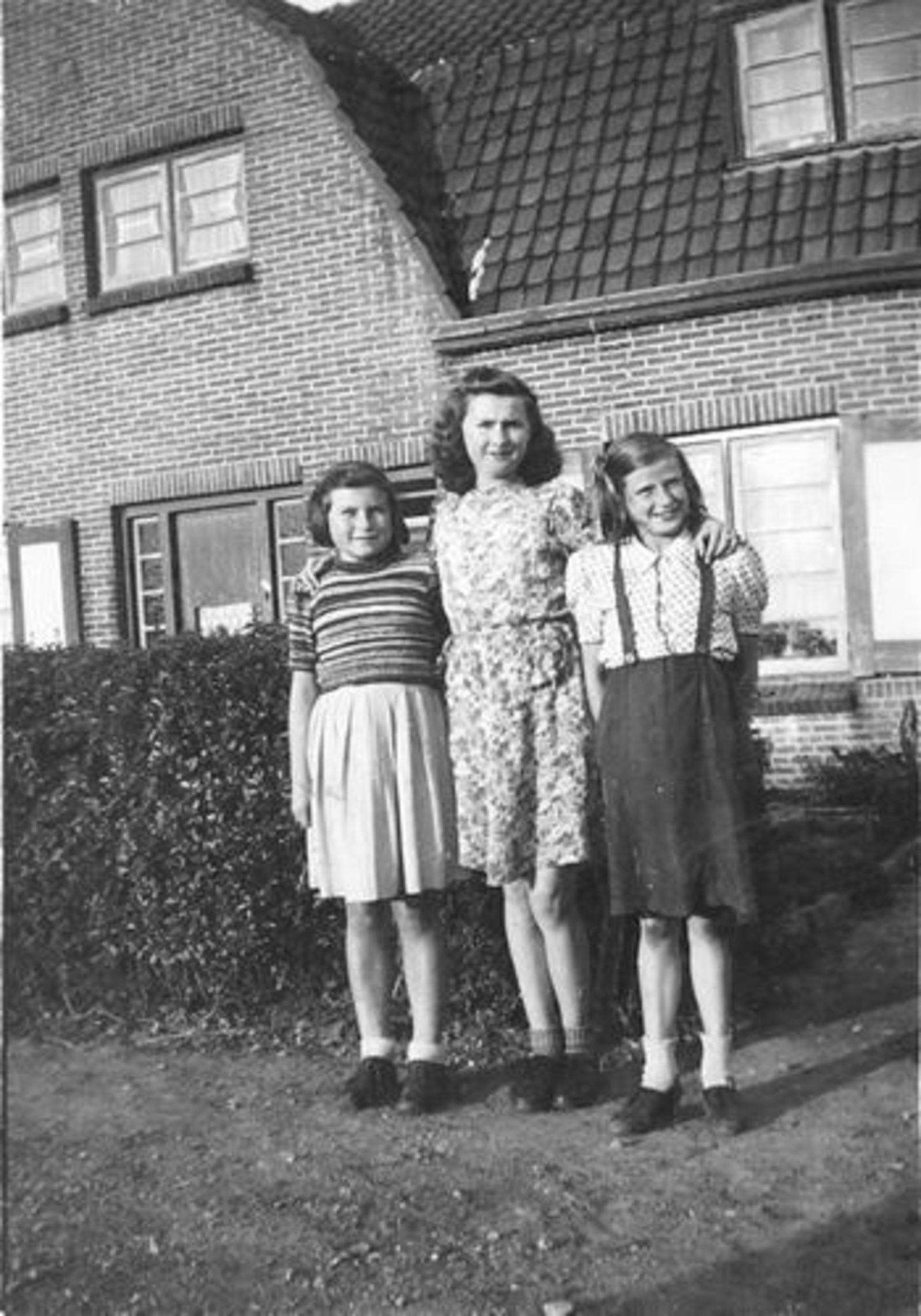 Fortweg O 0034 met dames Lauret en Koeckhoven 02