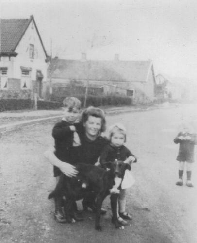 Fortweg W 0031 1945+ Zicht met gezin Fons Koolbergen